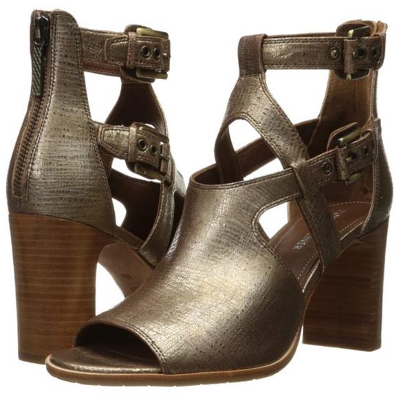 Donald J. Pliner Shoes - Host PIck!! Donald J Pliner Ronnie Dress Sandal